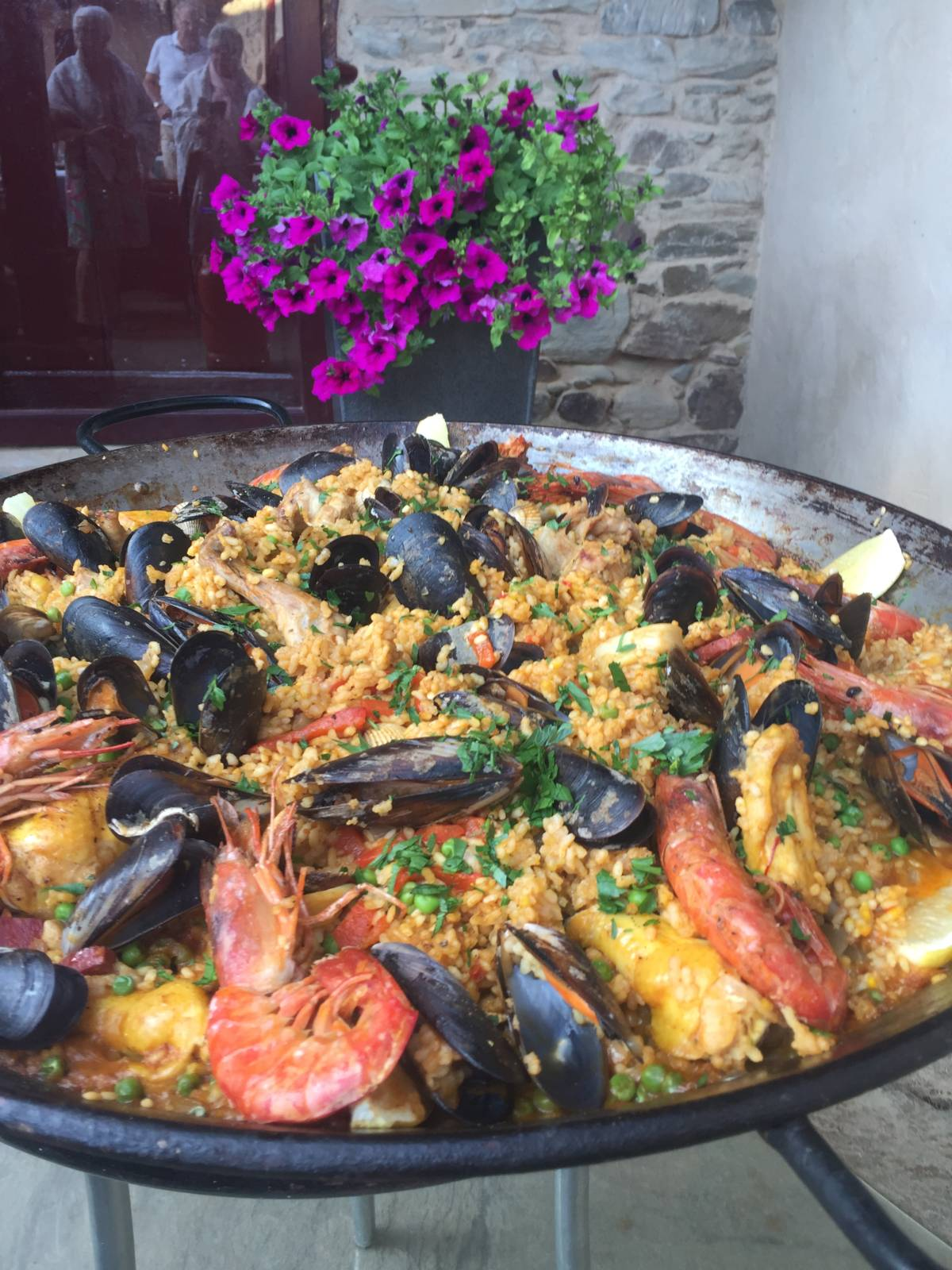 a-ti.org_paella_patio